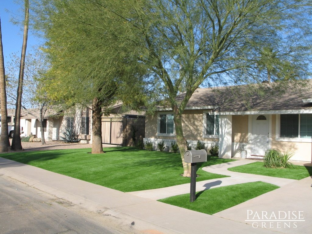 Arizona Home with Aritificial lawn by Paradise Greens